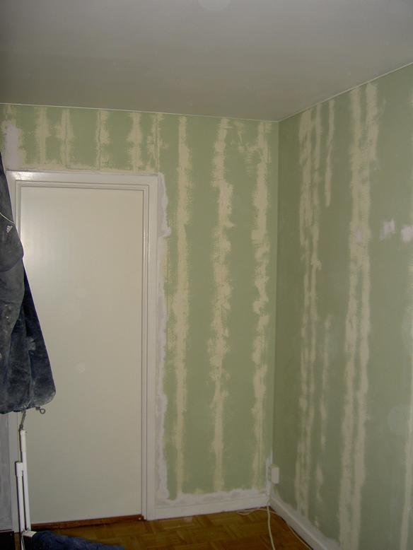 Spackla vägg innan målning